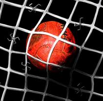 Artículo en portada sobre el fútbol en los campos de concentración nazi.. Un proyecto de Ilustración de Serina Maio         - 16.03.2014