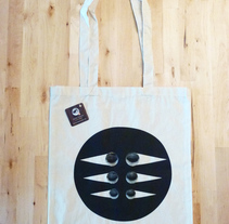 Tote bags. A Design, Illustration, Crafts, Fine Art, Graphic Design, Product Design, Screen-printing, and Collage project by Helena Pallarés         - 13.01.2015