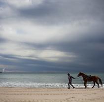 Reportaje - en caballo por la playa. A Photograph, Education, Events, L, and scape Architecture project by Jolanta Mazu         - 17.03.2015
