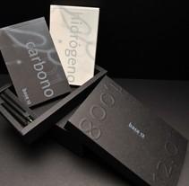 hidrógeno   carbono. Um projeto de Design editorial e Packaging de base12 - 20-09-2015