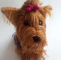 Yorkie tejido (amigurumi). Un proyecto de Artesanía y Diseño de juguetes de Andrea Anaya - 19-05-2016