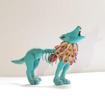 """""""El Rey Desterrado"""" Art Toy que representa al último lobo mexicano. Um projeto de Design, Artesanato e Design de brinquedos de Eliza Escalante         - 08.11.2014"""