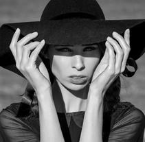 Dirección de Arte y Estilismos en Editoriales de Moda. Un proyecto de Fotografía y Moda de Sara Martí de Veses Bochons - 25-04-2017