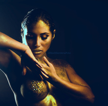 GOLD DIVA. A Photograph project by Rod Herrera - 04-11-2017