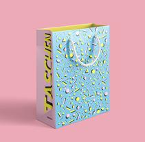 Bolsa Taschen - Packaging. Un proyecto de Diseño gráfico y Packaging de María Prego         - 02.04.2018